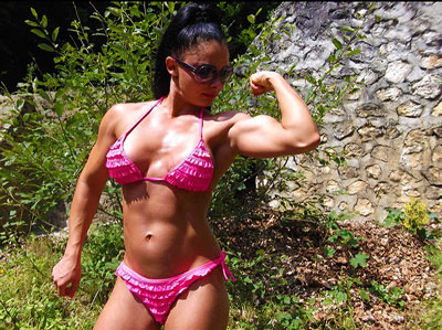 muscular webcam girl